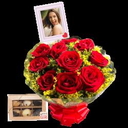 Buquê com 10 rosas personalizado com foto e caixa com 6 docinhos
